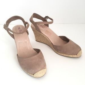 Me Too Size 8 Taupe Suede Espadrille Wedge